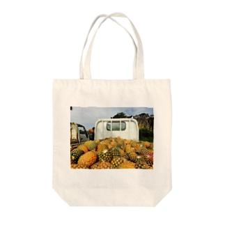パインアップル収穫フィー。 Tote bags