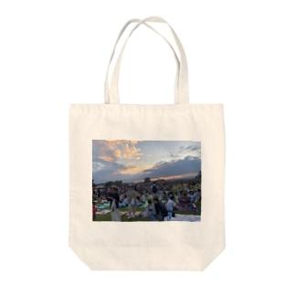 夏の夕暮れ Tote bags