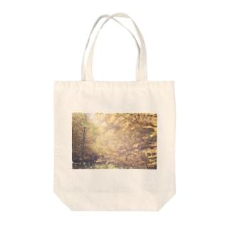 カラマツ Tote bags