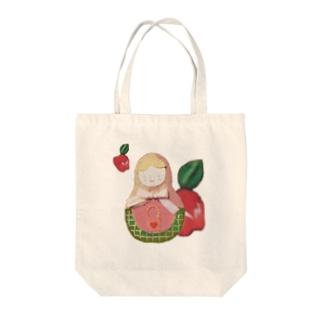 マトリョーシカとアップル Tote bags