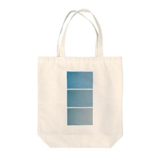 sora01B Tote bags