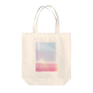 一目惚れ Tote bags