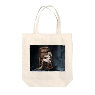 ドール写真:箒を持つブロンドの魔女 Doll picture: Pretty witch has a broom Tote bags