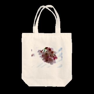 ソフトクリーム屋さんの水も滴るいい桜 Tote bags