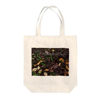落ち葉と根 DATA_P_138 Tote bags
