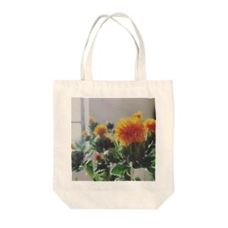 ベニバナ Tote bags
