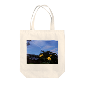 hiroki-naraの菊芋と樹木と空 DATA_P_140 tree sky Tote bags
