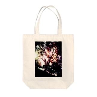 虹と木 Tote bags