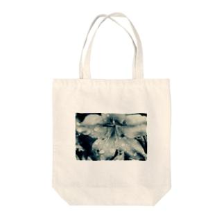 雨の日のつつじ Tote bags