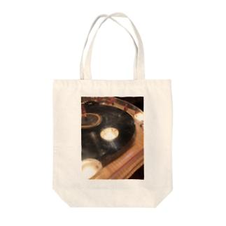 古い居酒屋のレコード Tote bags