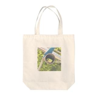 癒しのカエル Tote bags