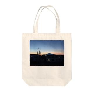 夕空と岩木山 Tote bags