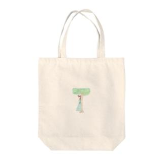 木陰で休む少女 Tote bags