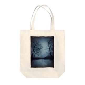 静かな夜 Tote bags