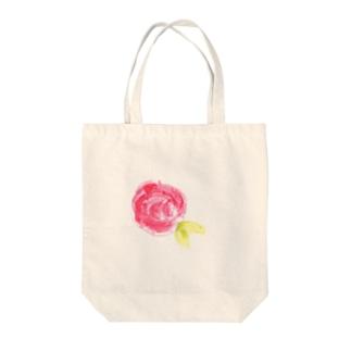 赤いバラ Tote bags