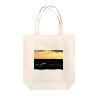 伊丹の夕焼け Tote bags