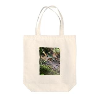 毒々しいカエル Tote bags