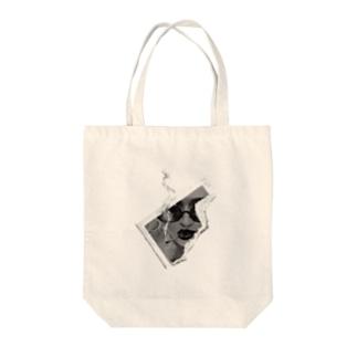 サングラスの女性 Tote bags
