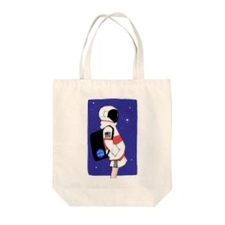 夜逃げ屋さんのアストロガール Tote bags