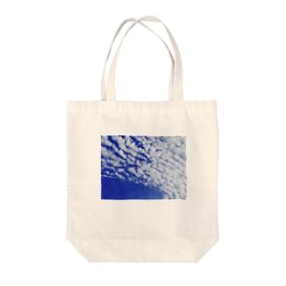 ブルースカイ Tote bags