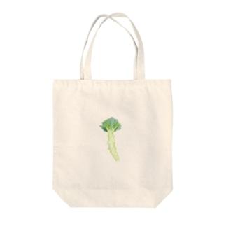畑で葉を切り落として露わにしたブロッコリー Tote bags