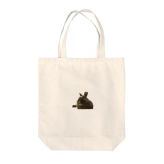 くつろぐウサギ こじろう Tote bags