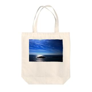 夏の空と飛行機雲 Tote bags