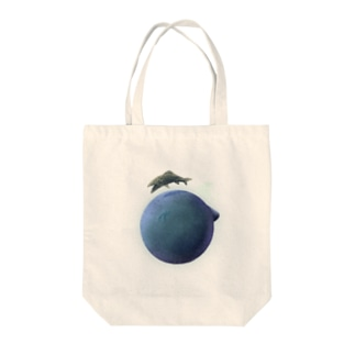 planet of the fish Tote bags