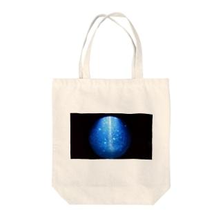 クラゲの海 Tote bags