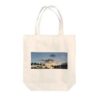 トモのサンセット Tote bags