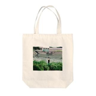 ハナ⸜🌷⸝チャンの見度沢川 Tote bags