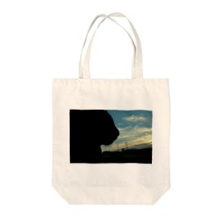 猫と橋と夕日 Tote bags