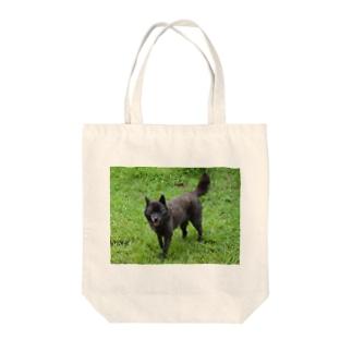甲斐犬もも Tote bags
