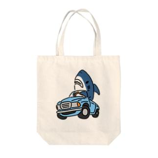 古めのくるまに乗るサメ Tote bags