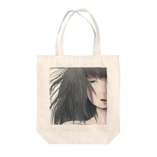 髪の長い女の子 Tote bags