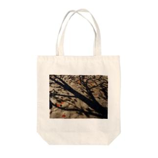 真実を写すもの DATA_P_150 樹木の影 Tote bags