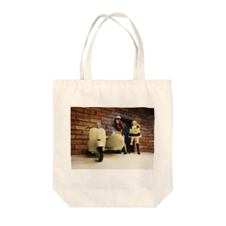 FUCHSGOLDの人形写真:ワインの配達員とギルドのメイド Doll picture: Wine delivery Tote bags