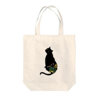 花と黒猫 Tote bags