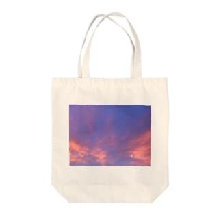 君の隣で Tote bags