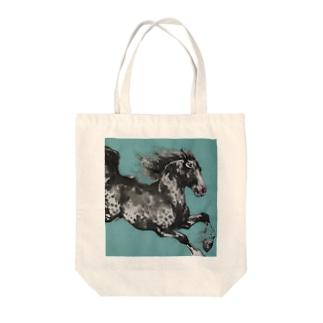 駈ける馬 Tote bags