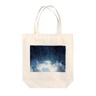 空の覇権争い Tote bags