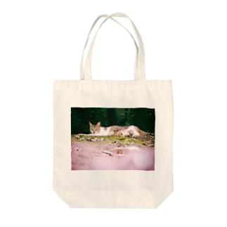 猫は人を詩人に変える Tote bags