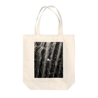 蜘蛛の糸 Tote bags