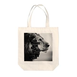 かっこいいライオン Tote bags