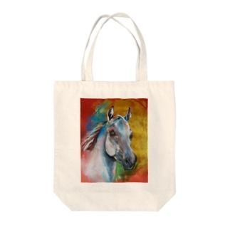 葦毛色のアラビアンホース Tote bags