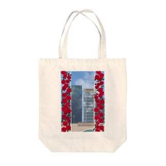 薔薇とビル Tote bags