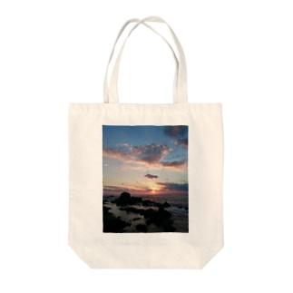 日本海に沈む夕陽 Tote bags