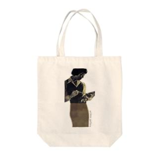 女性とパレット Tote bags