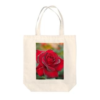 深紅の薔薇 Tote bags