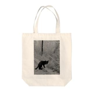 トロワ イラスト&写真館の哀愁漂う黒猫 Tote bags